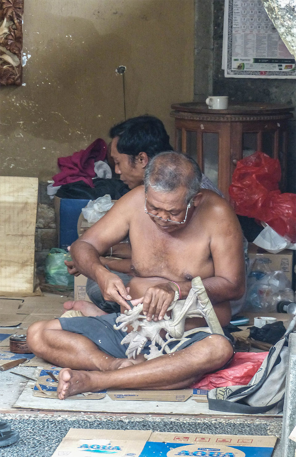 4-3-Bali-Working-WoodCraft