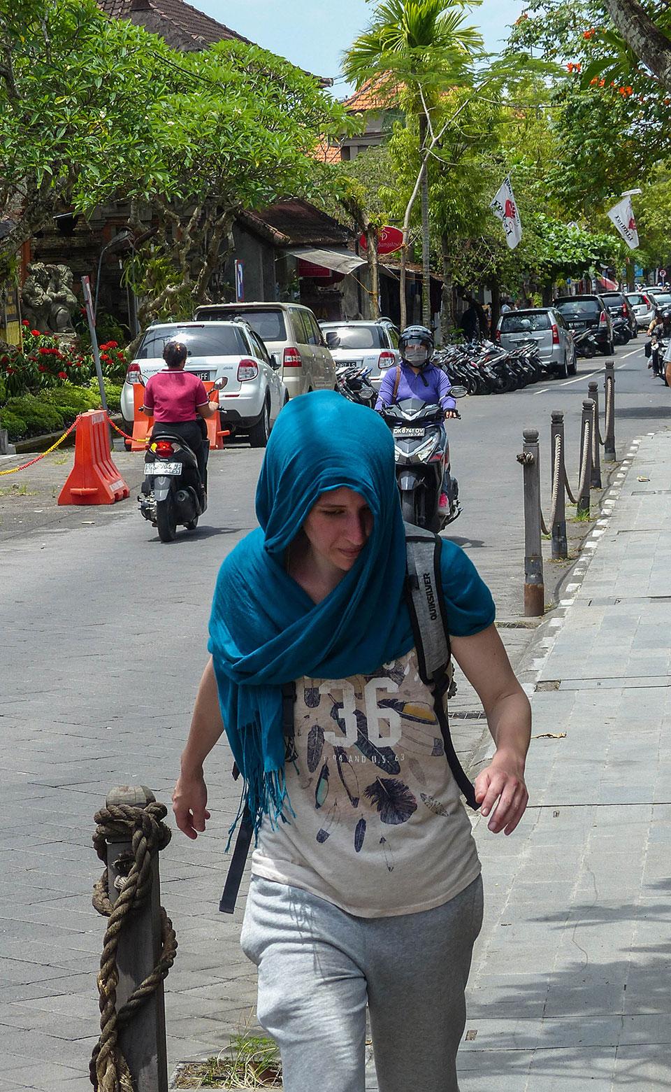 7-6-Bali-People-Rush